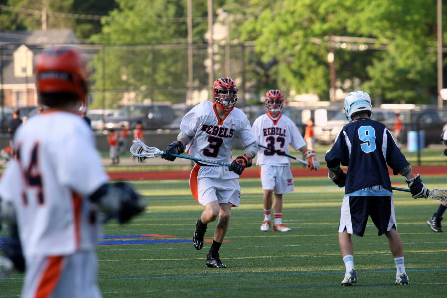 A Walpole midfielder pushes the ball upfield. (Photo/Greg Salvatore)