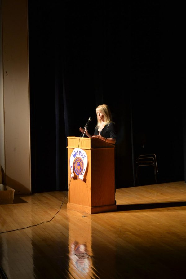 Shonda Schilling speaks to a crowd of 550 at S.E.M.A.S.C.