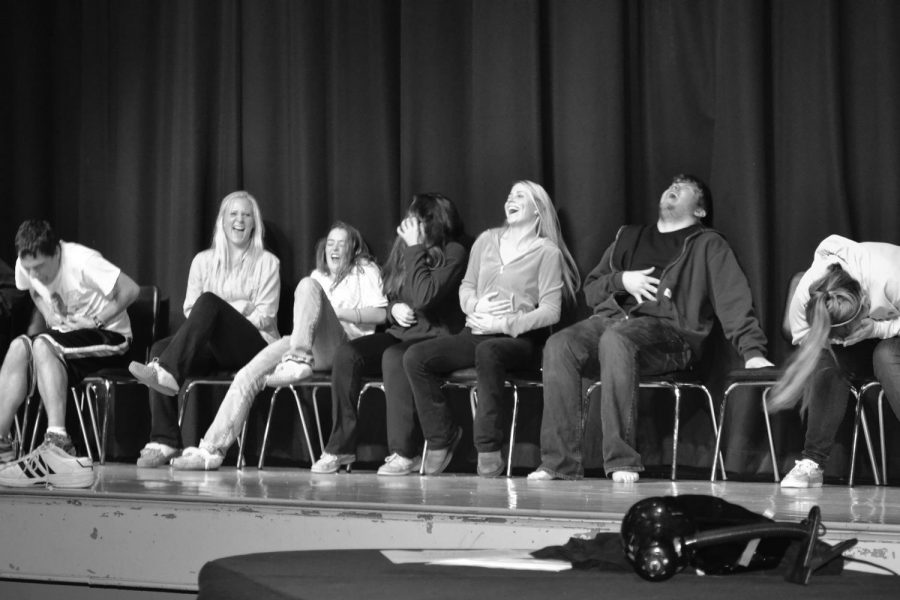 WHS seniors laugh while hypnotized.