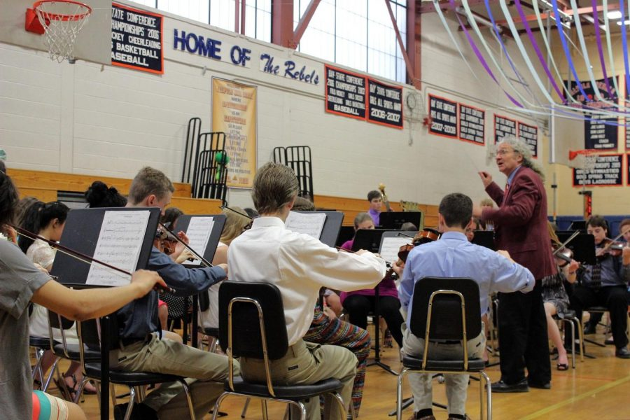 Mr. Falker conducts the Orchestra at Pops Night