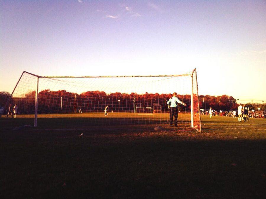 Walpole+goalkeeper+gets+ready+for+a+cross.+
