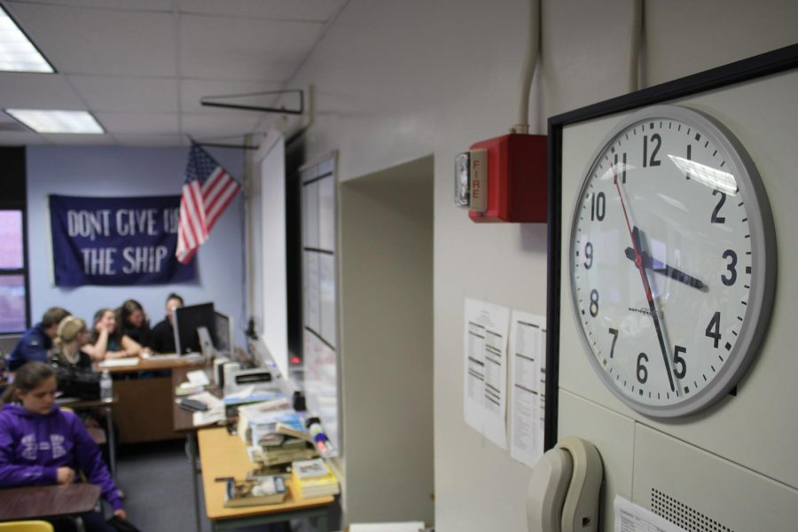The clock is frozen at 3:24.