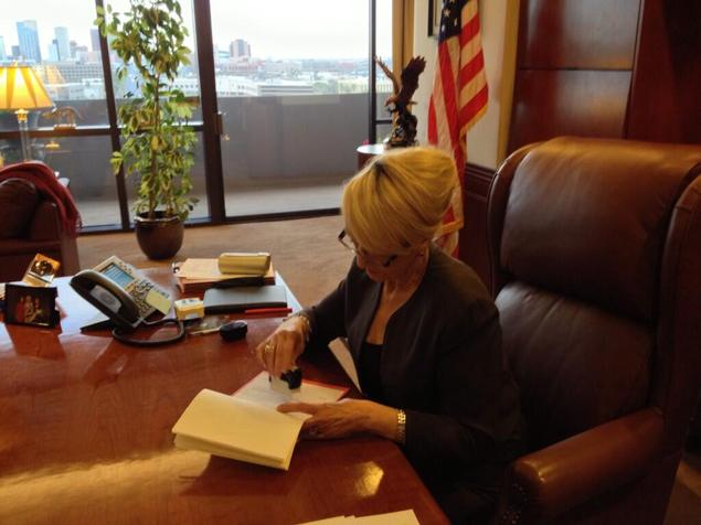 Arizona Governor Jane Brewer (R) vetoes SB1062, a controversial religious freedom bill.