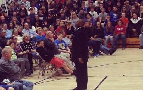 Tony Collins, former Patriots running back, speaks to Walpole High students at Chemical Health night.