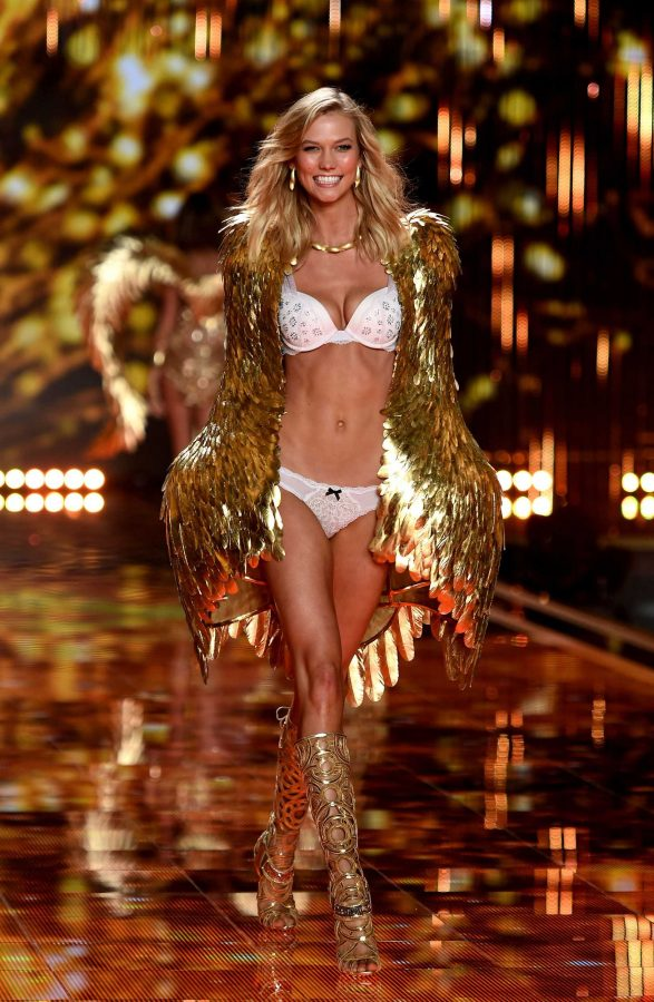 Victoria's Secret Angel Karlie Kloss walks the runaway at the 2014 Victoria's Secret Fashion Show.