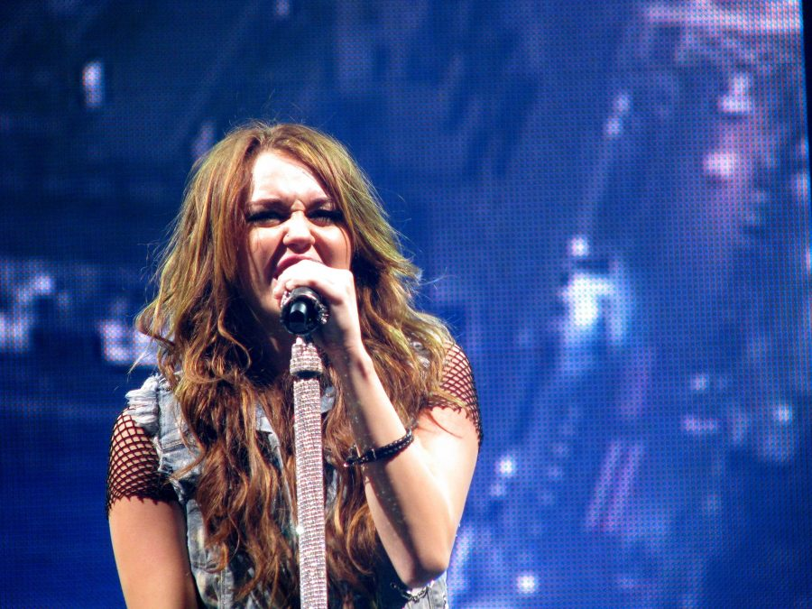 Miley Cyrus Wonder World Tour began her transition from child star to edgy singer
