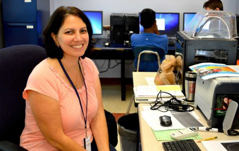Joanne D'Agostino teaches her Robotics class (Photo/ Brenna Manning).